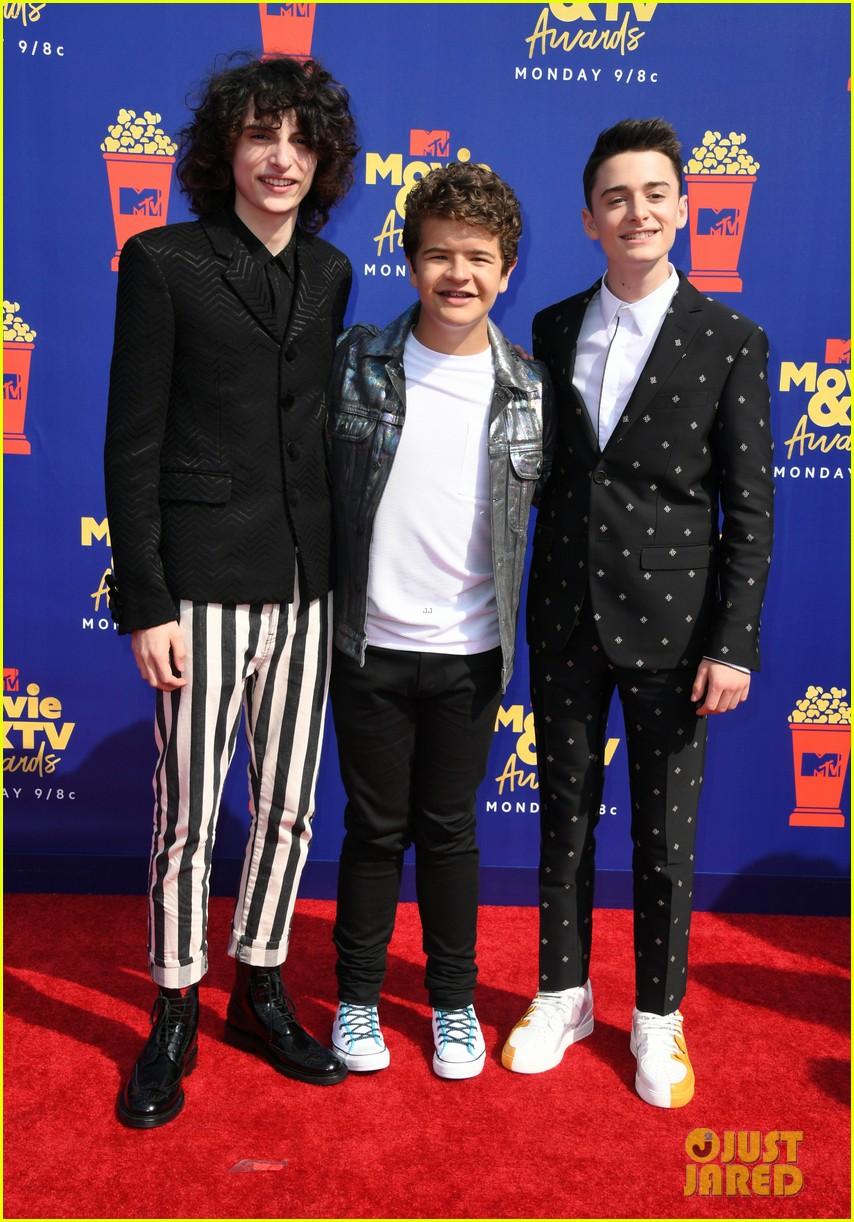 stranger things cast attend mtv movie tv awards 02