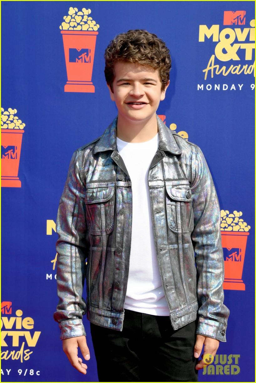 stranger things cast attend mtv movie tv awards 06