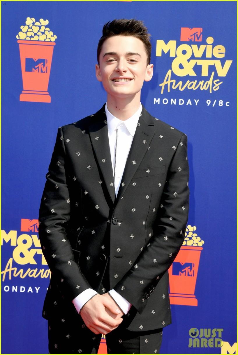 stranger things cast attend mtv movie tv awards 07