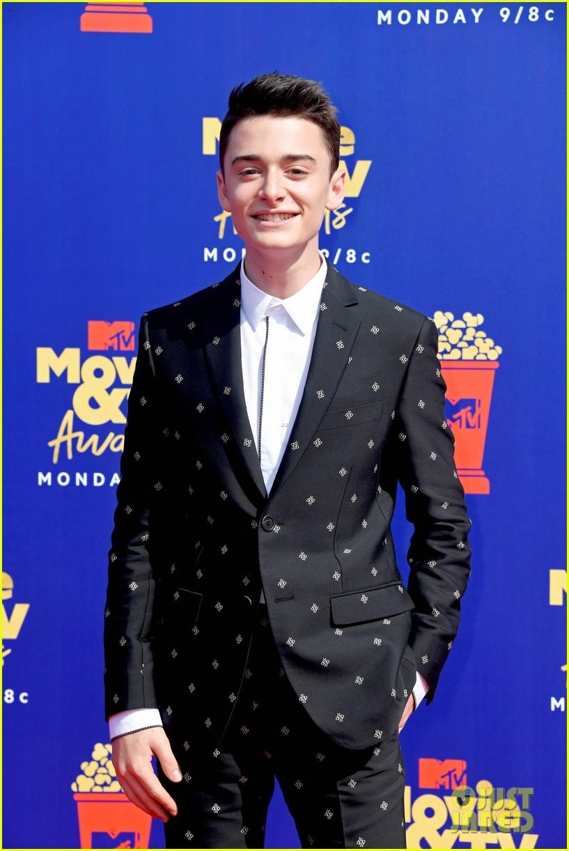 stranger things cast attend mtv movie tv awards 15