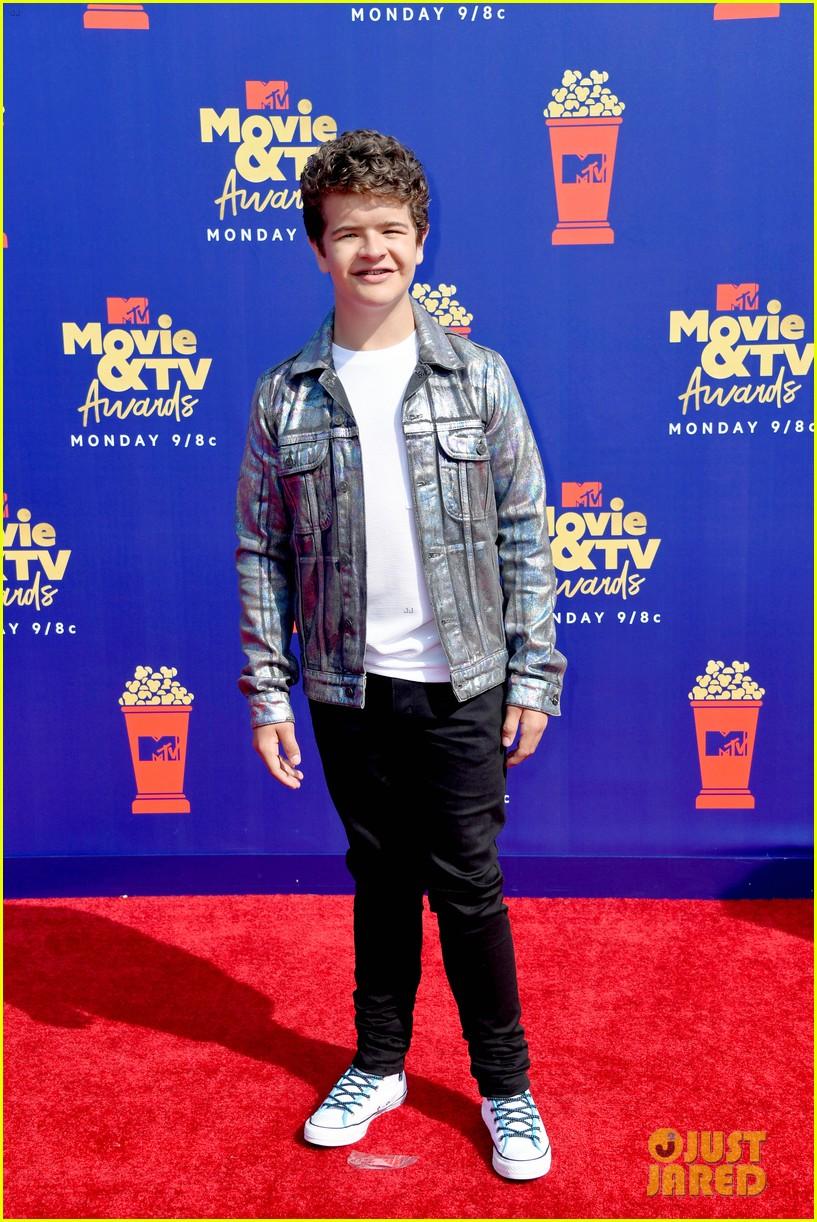 stranger things cast attend mtv movie tv awards 18