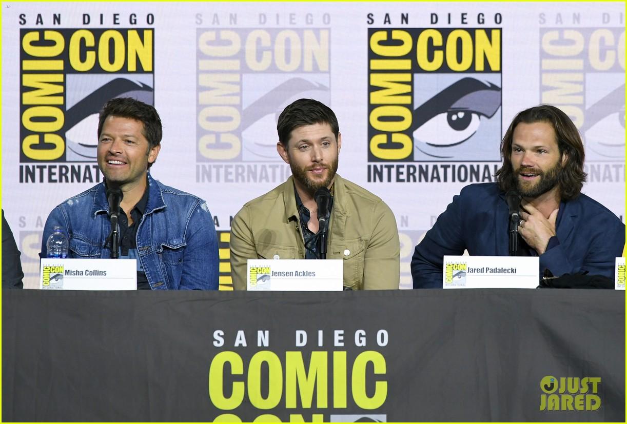 jensen ackles jared padalecki emotional supernatural comic con 11