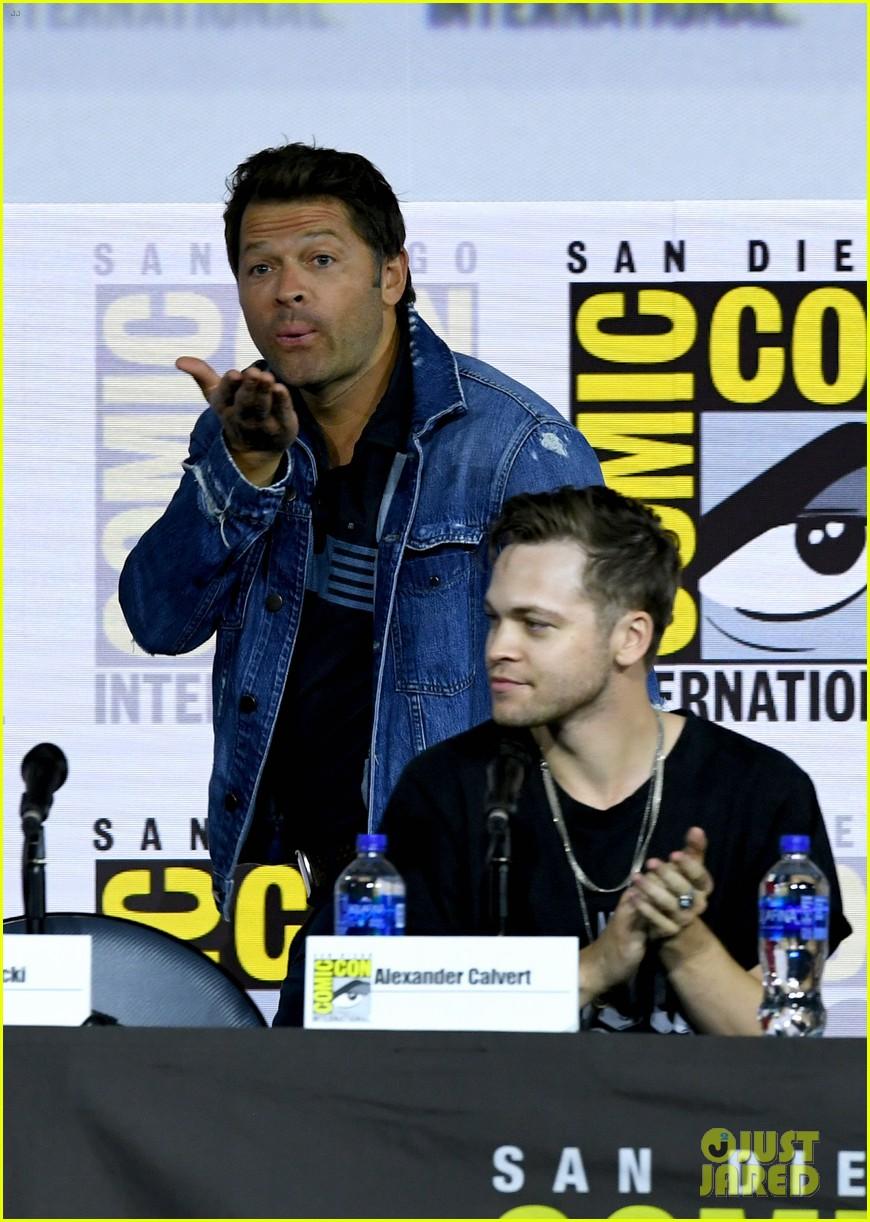jensen ackles jared padalecki emotional supernatural comic con 13