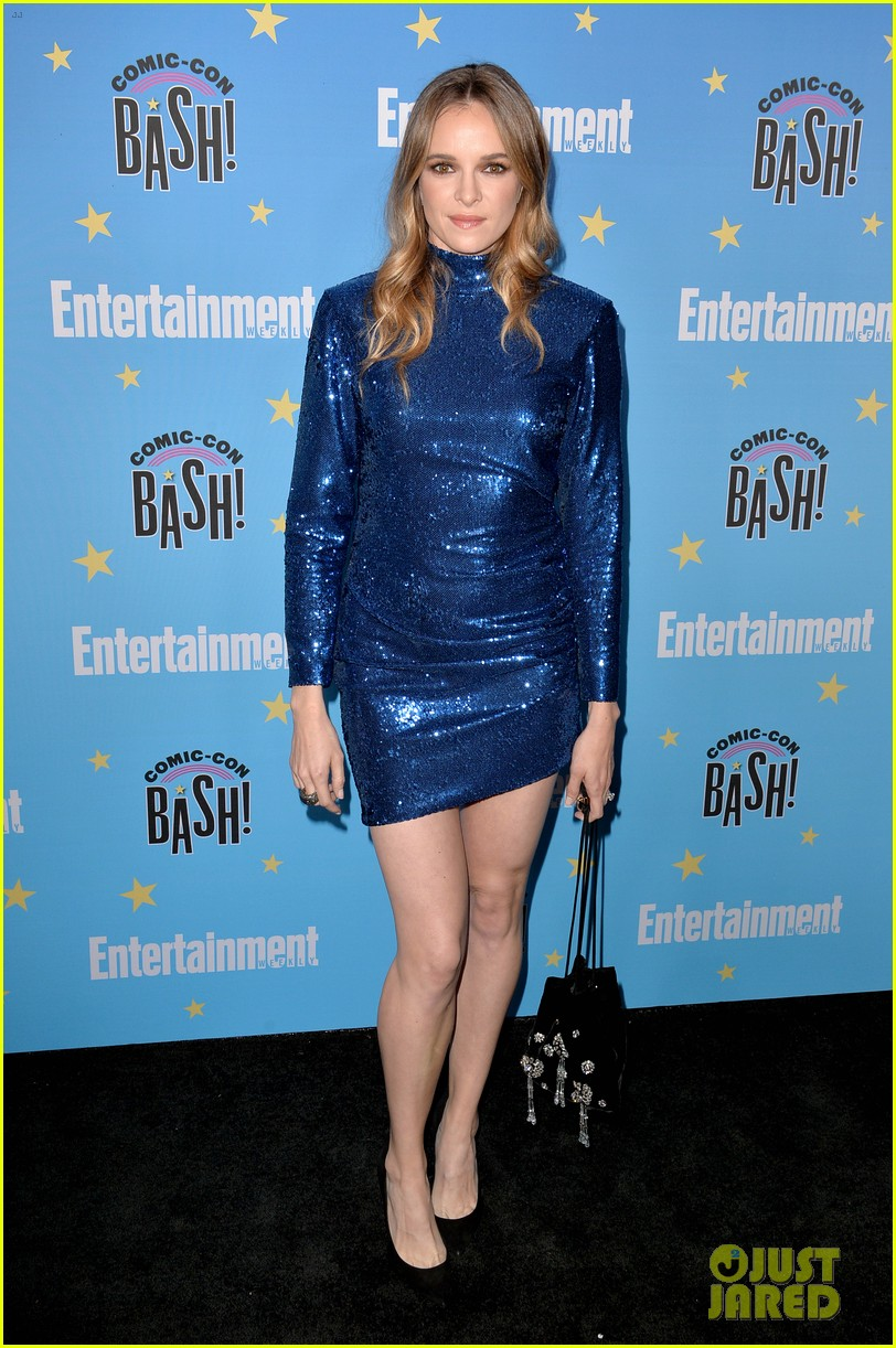 katie cassidy candice patton danielle panabaker shine at ew comic con party 03
