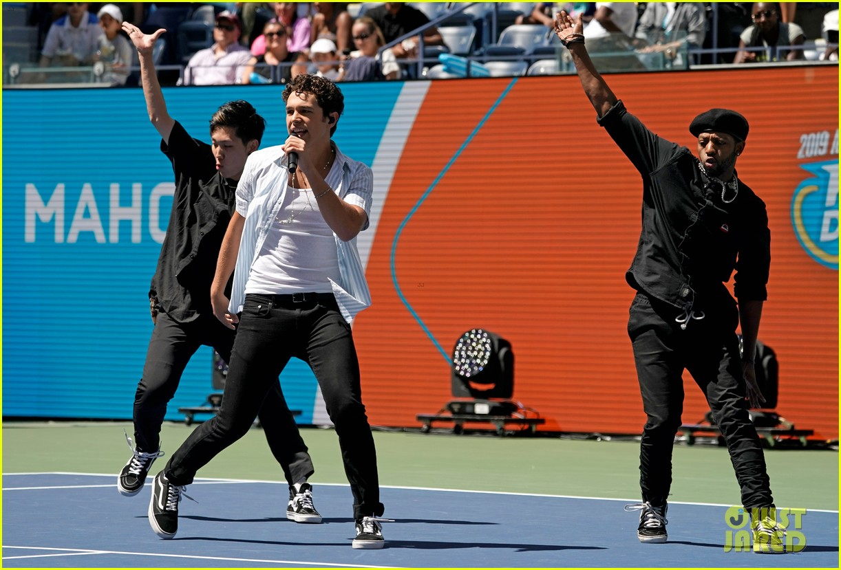 meg donnelly austin mahone hit the stage for arthur ashe kids day 06