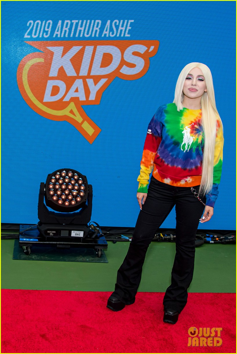 meg donnelly austin mahone hit the stage for arthur ashe kids day 16