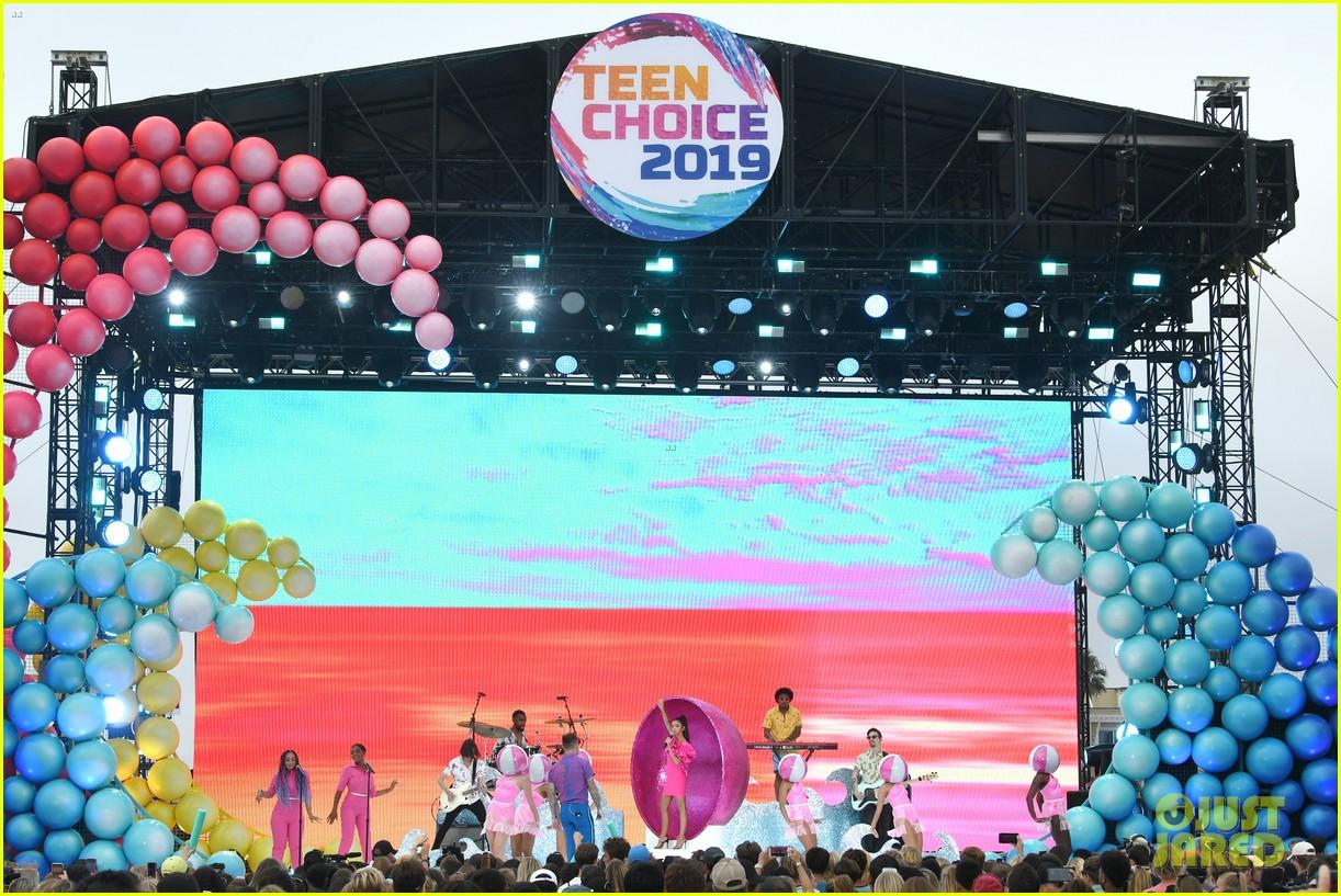 sarah hyland jordan mcgraw perform met at a party teen choice awards 11
