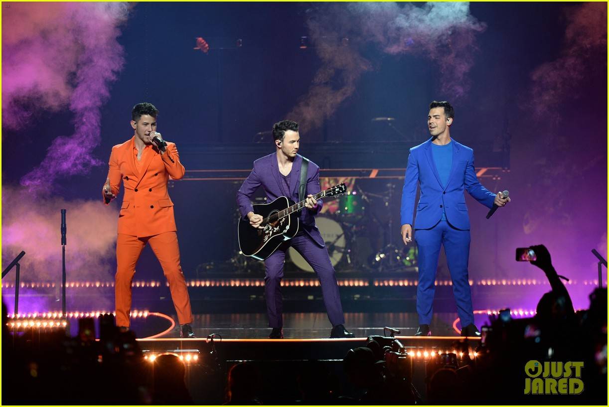 jonas brothers happiness begins tour august 2019 01