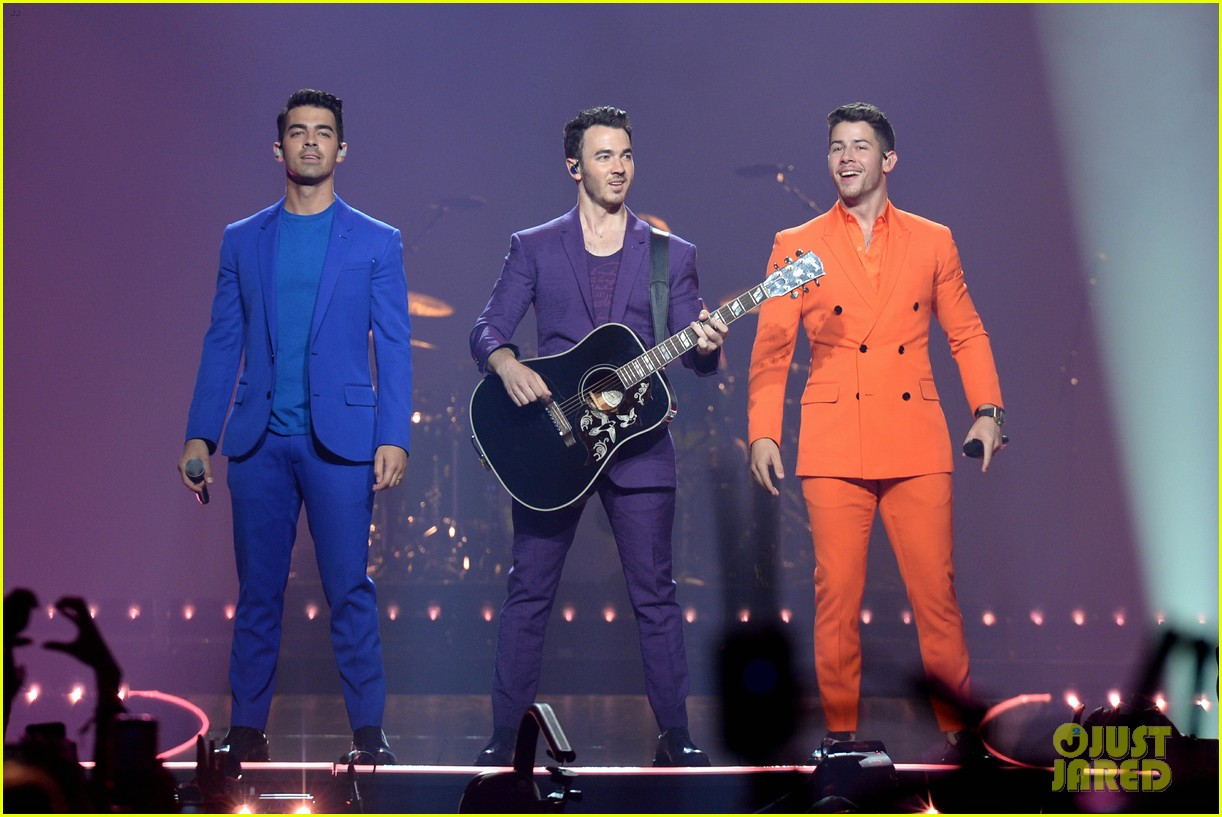 jonas brothers happiness begins tour august 2019 04