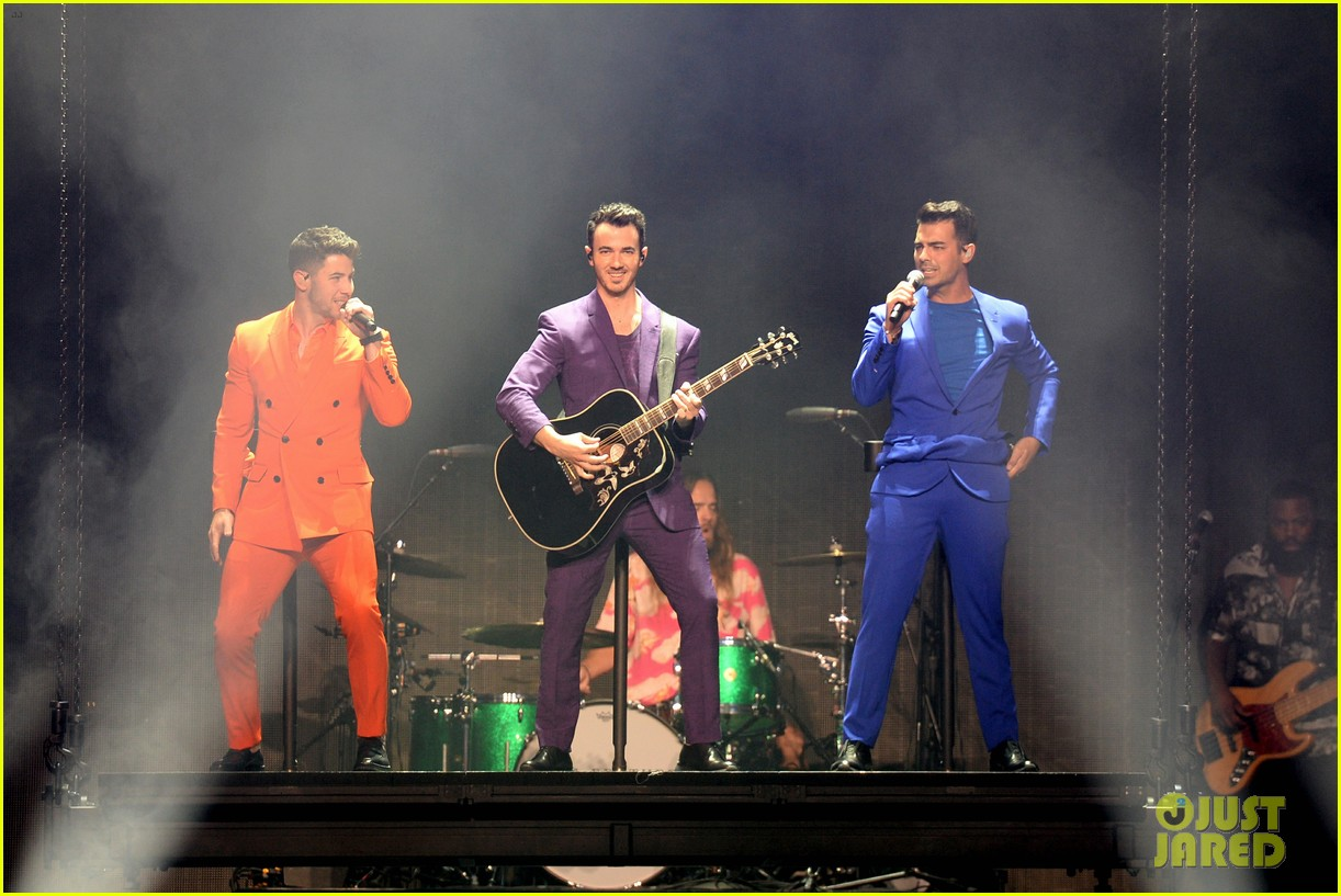jonas brothers happiness begins tour august 2019 05