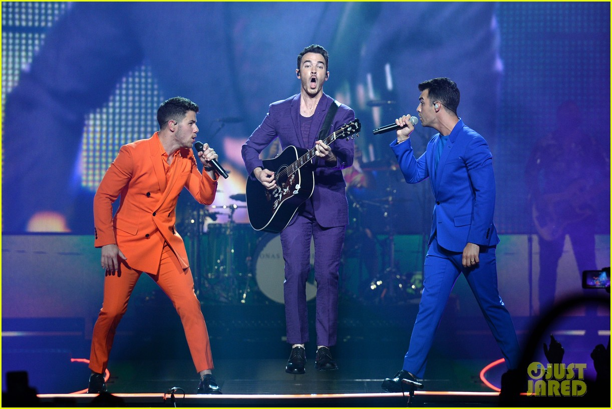 jonas brothers happiness begins tour august 2019 08