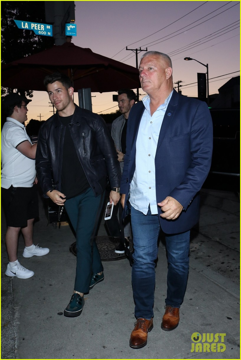 sophie turner joins the jonas brothers at craigs 07