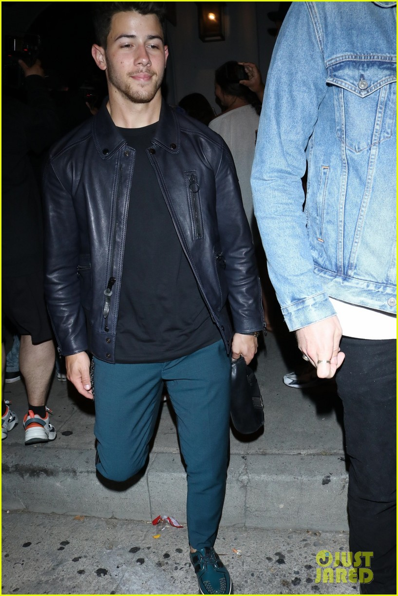 sophie turner joins the jonas brothers at craigs 29