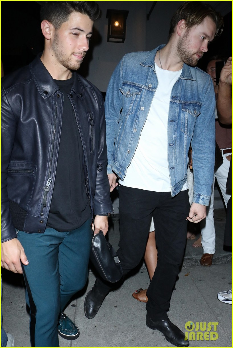 sophie turner joins the jonas brothers at craigs 33