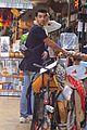 joe jonas sophie turner shopping before vmas 03