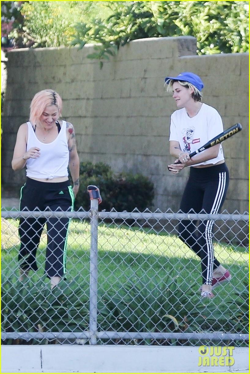 kristen stewart friends a league of their own softball in the park 10