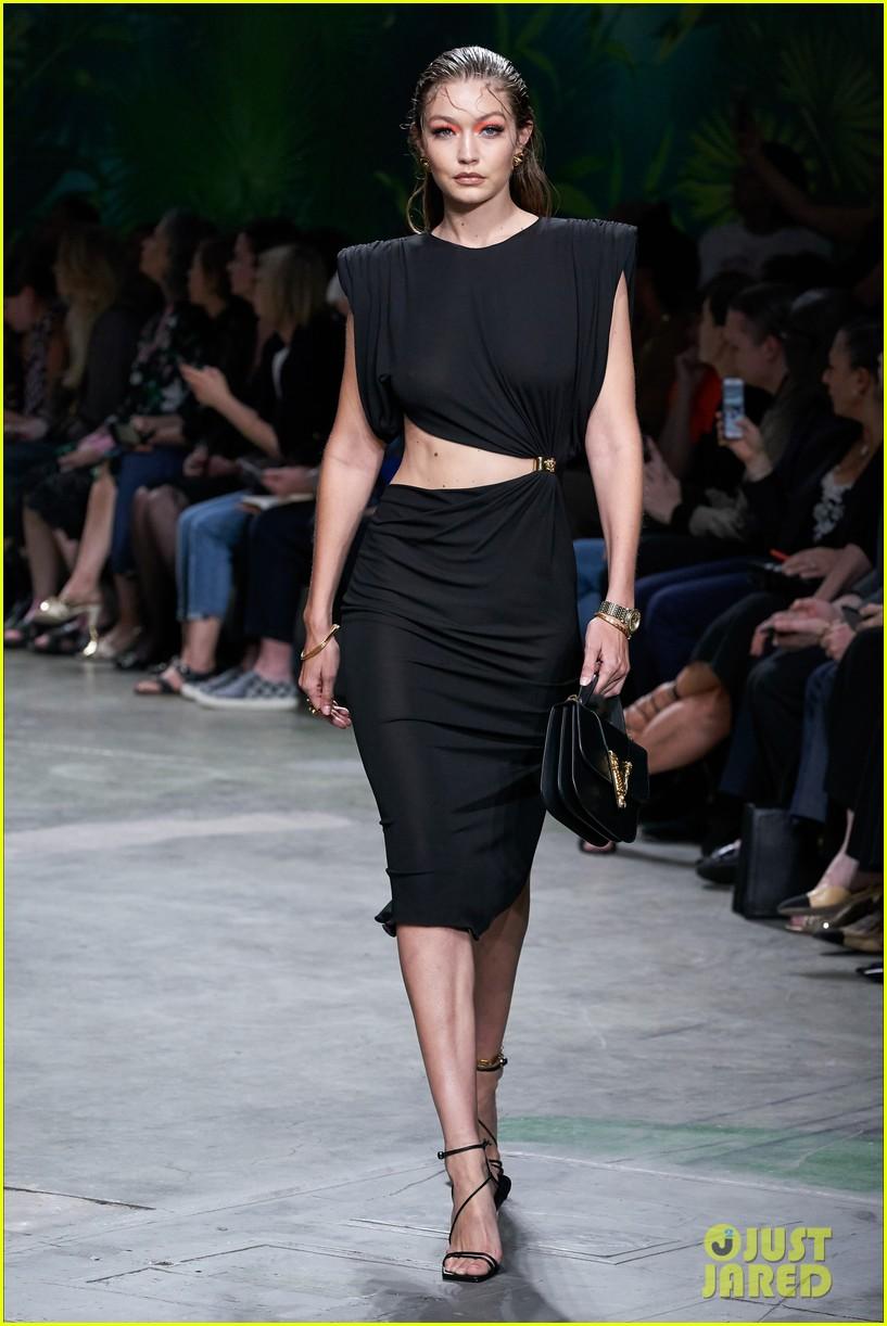 gigi bella hadid versace runway show 02