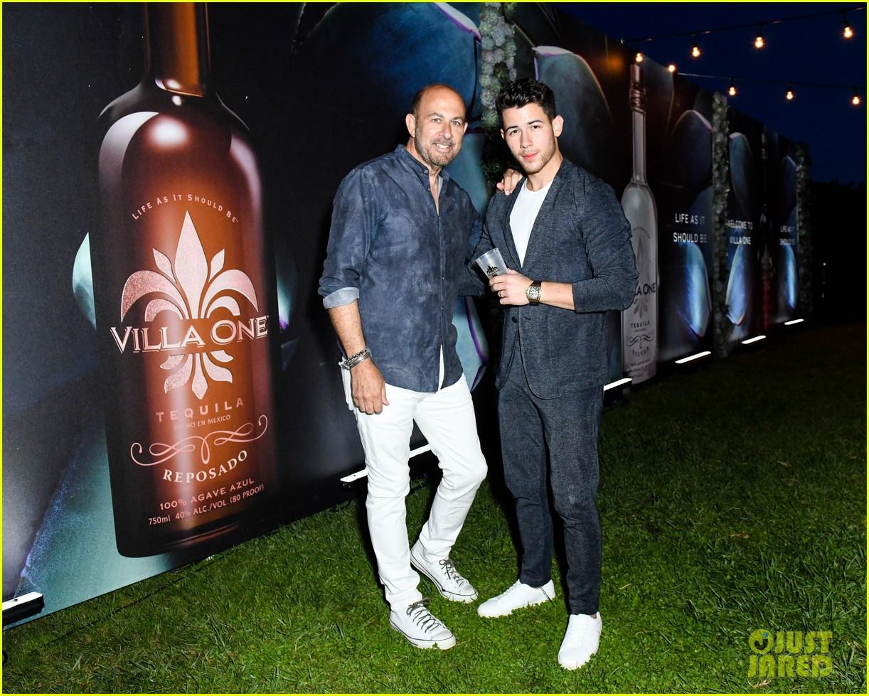 nick jonas tequila celebration priyanka chopra 04