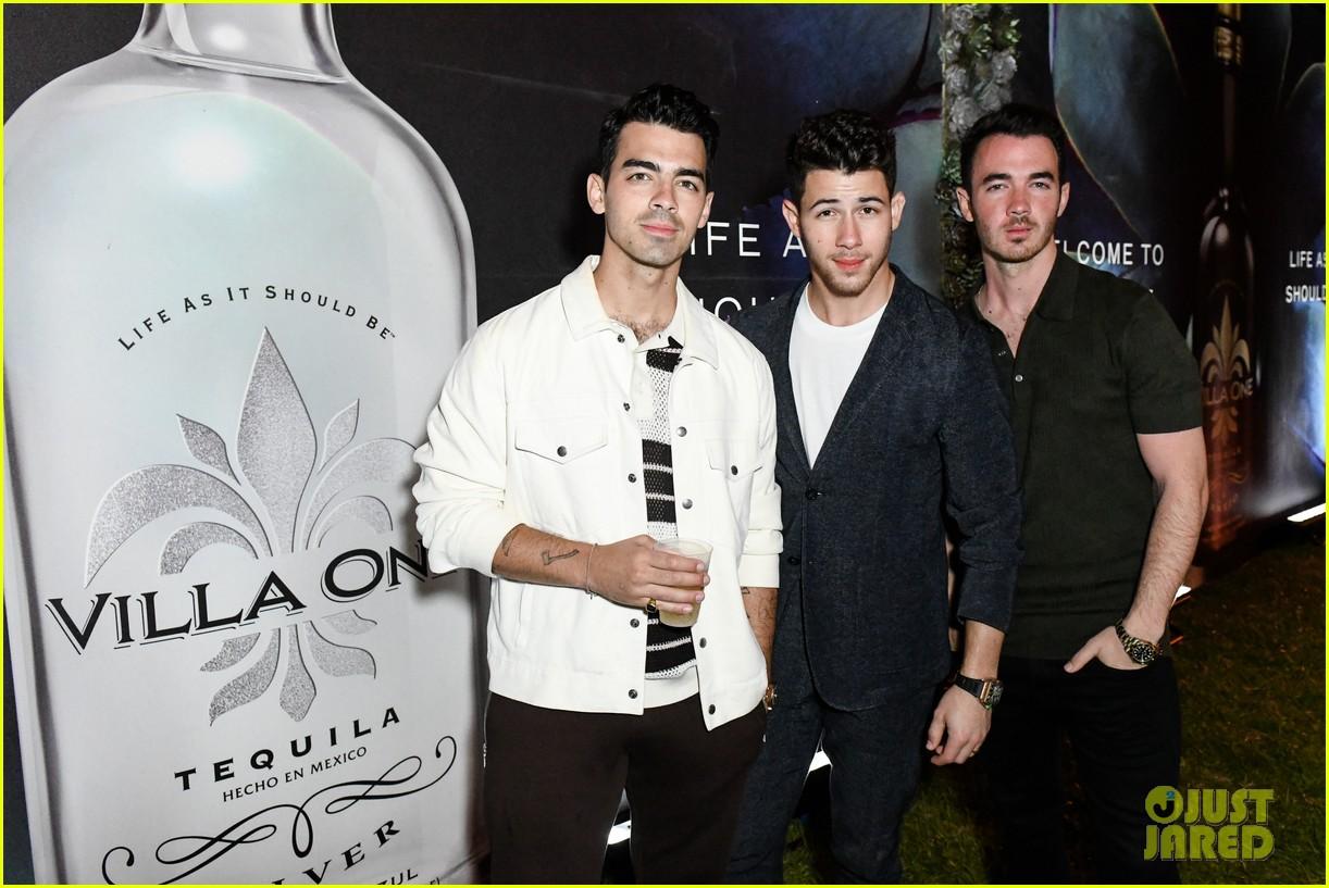 nick jonas tequila celebration priyanka chopra 05