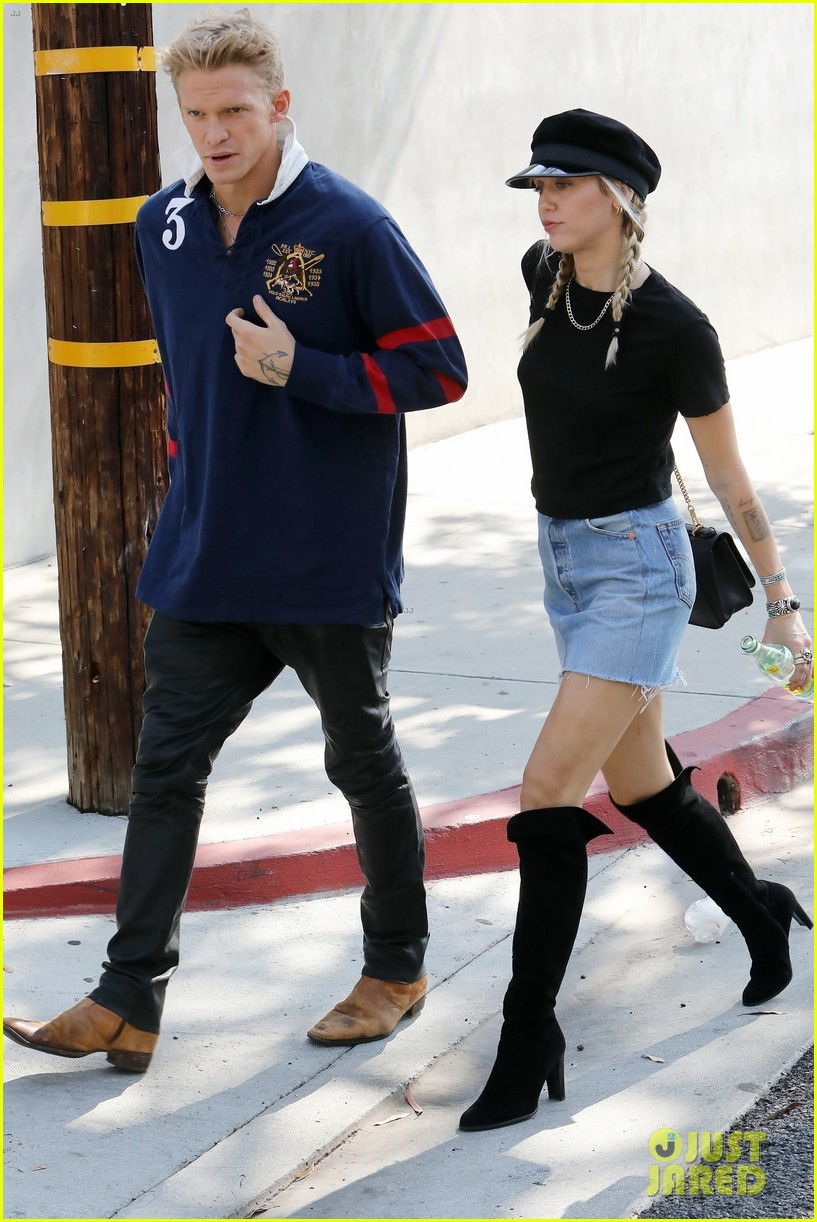 miley cyrus and cody simpson step out for museum and sushi date 01