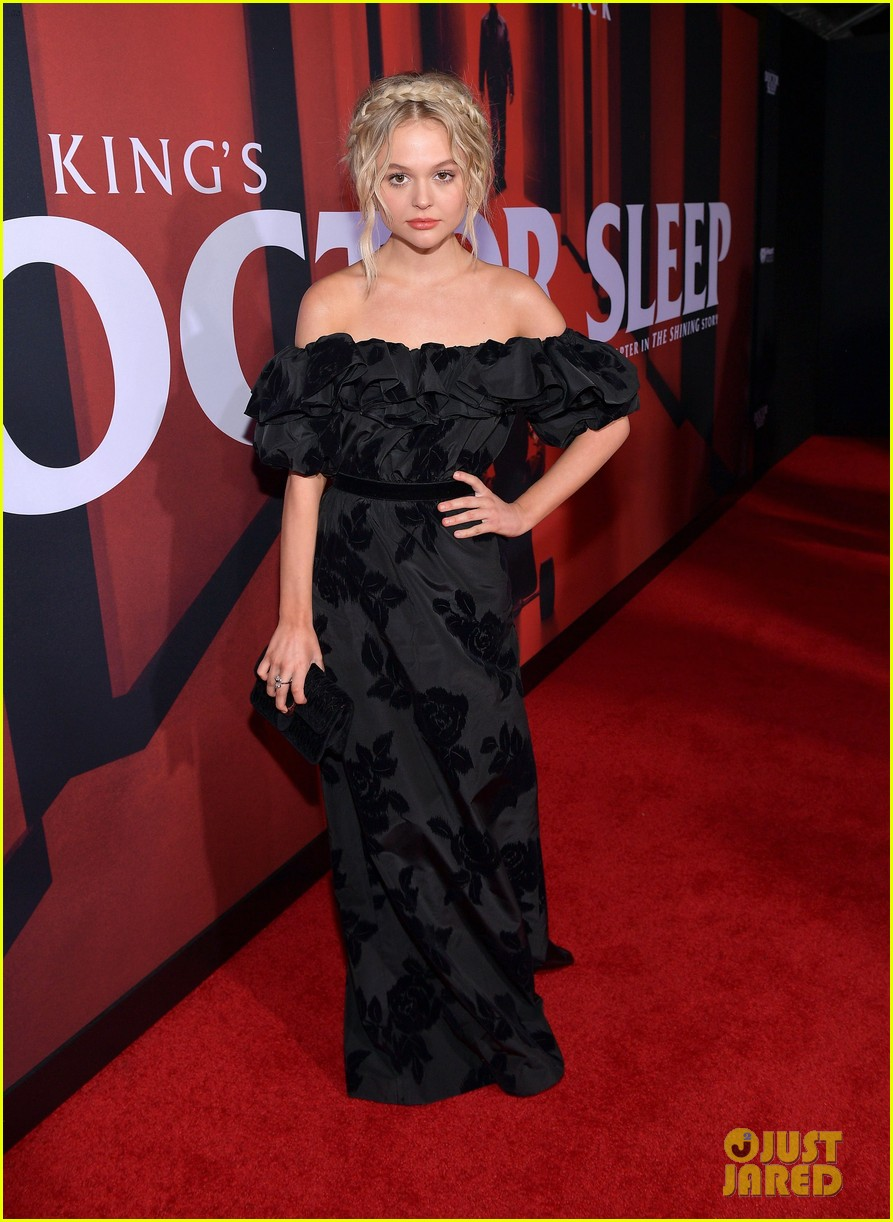 emily alyn lind jacob tremblay step out for doctor sleep premiere 03