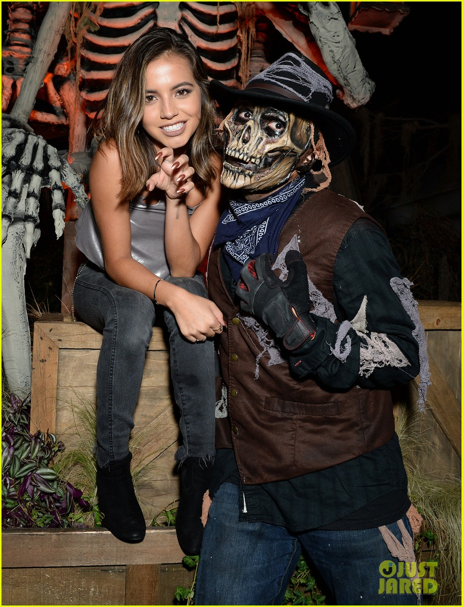 ross lynch gets much needed sibling time at knotts scary farm 01