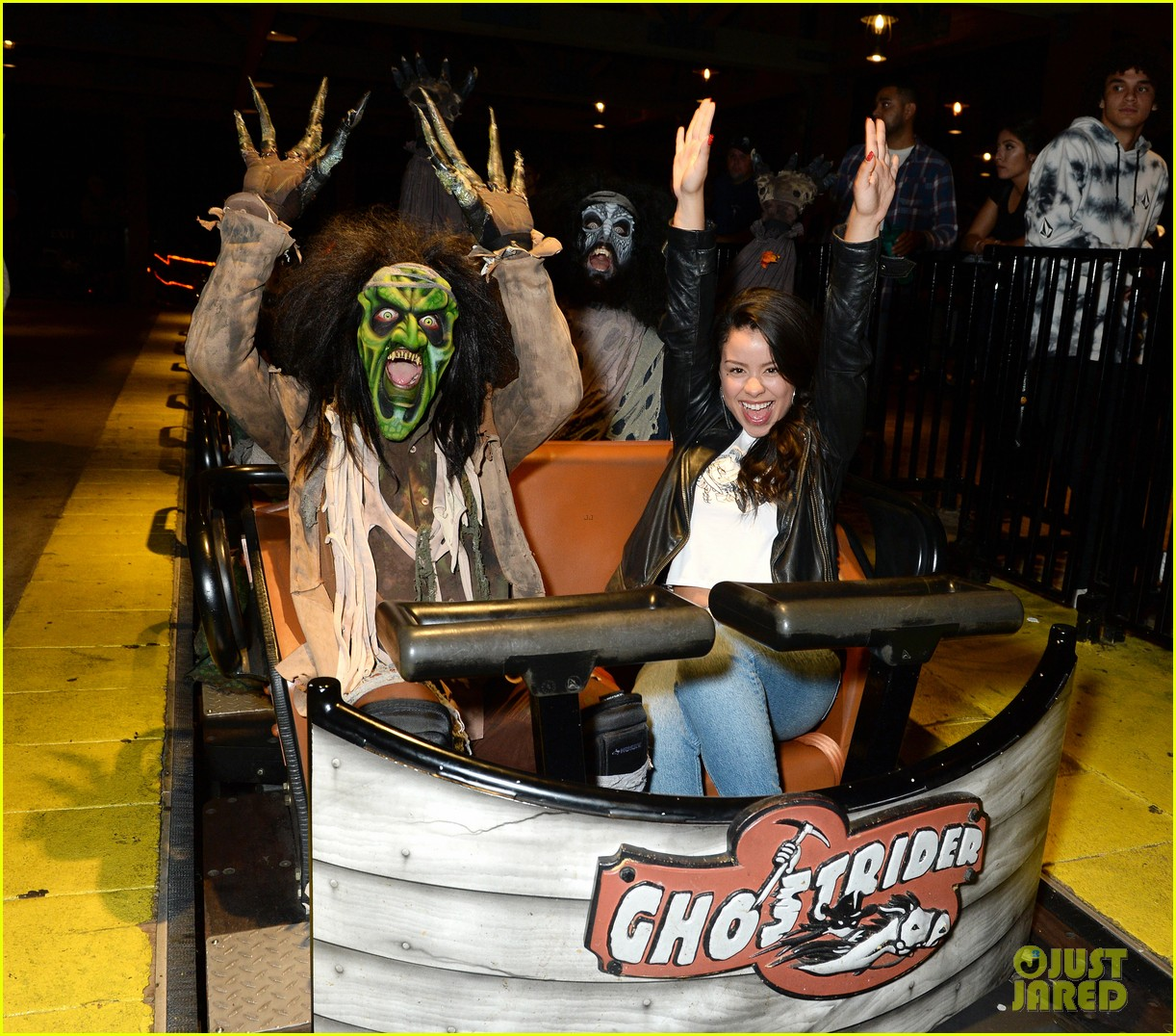 ross lynch gets much needed sibling time at knotts scary farm 03