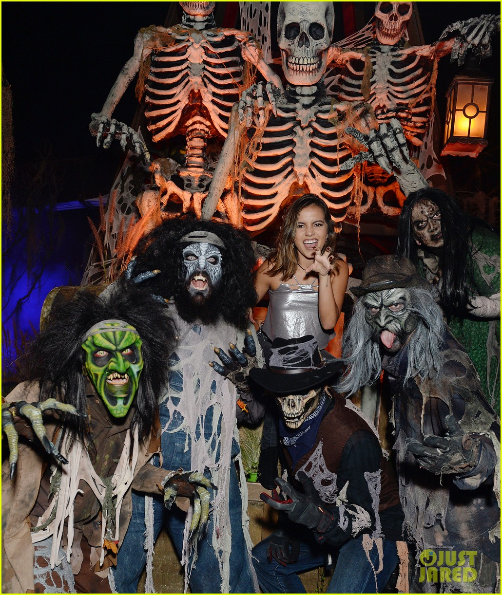ross lynch gets much needed sibling time at knotts scary farm 06