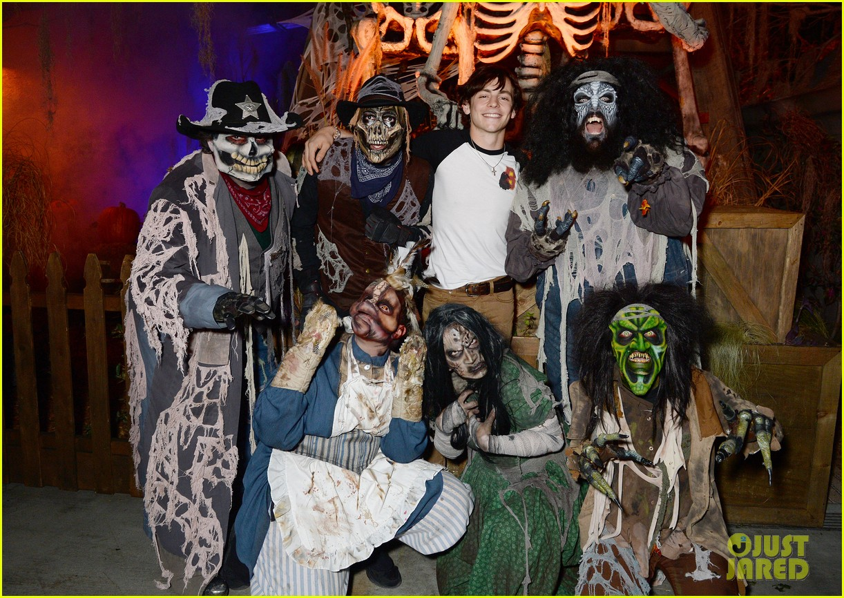 ross lynch gets much needed sibling time at knotts scary farm 13