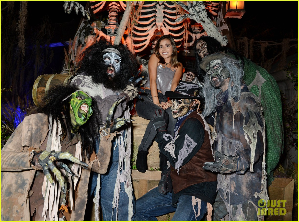 ross lynch gets much needed sibling time at knotts scary farm 14