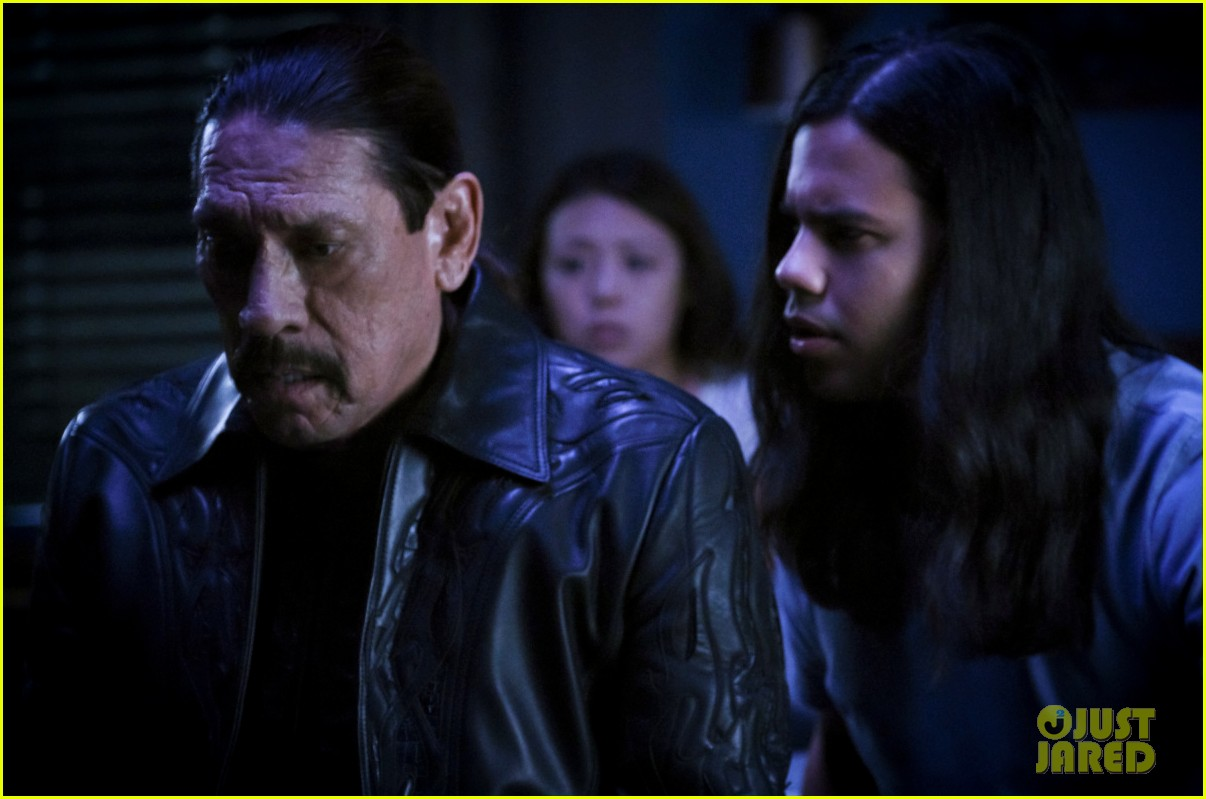 carlos valdes teases very heavy cisco centric episode of the flash 07