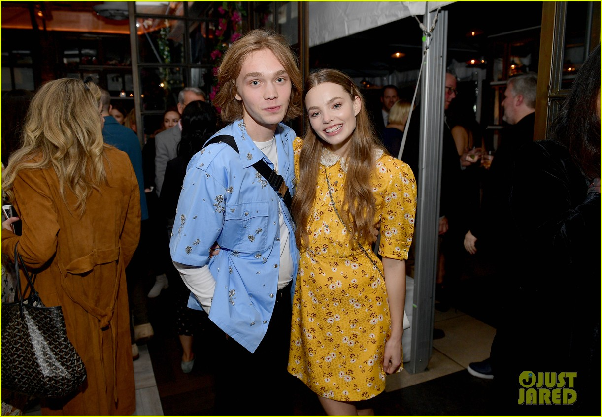 joey king florence pugh kaitlyn dever hfpa party 04