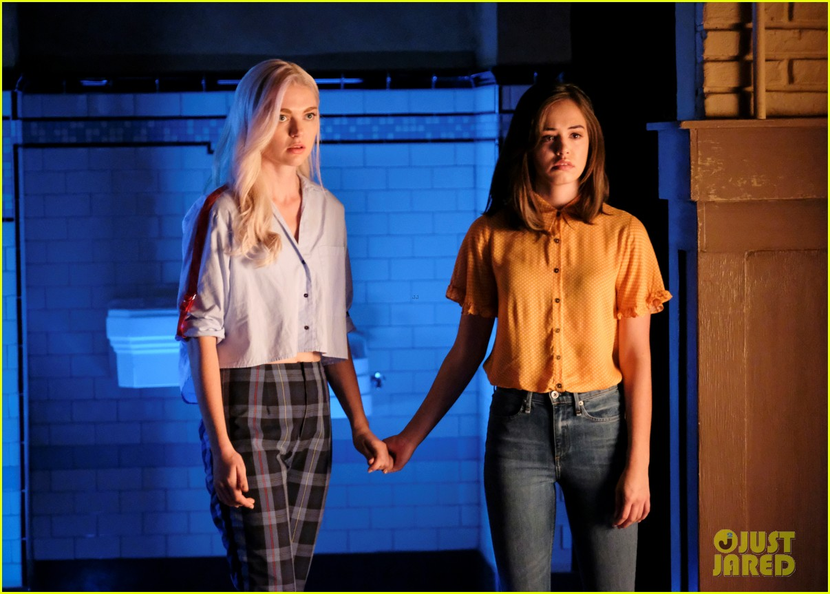 hope lizzies secrets could get them in trouble on legacies tonight 01