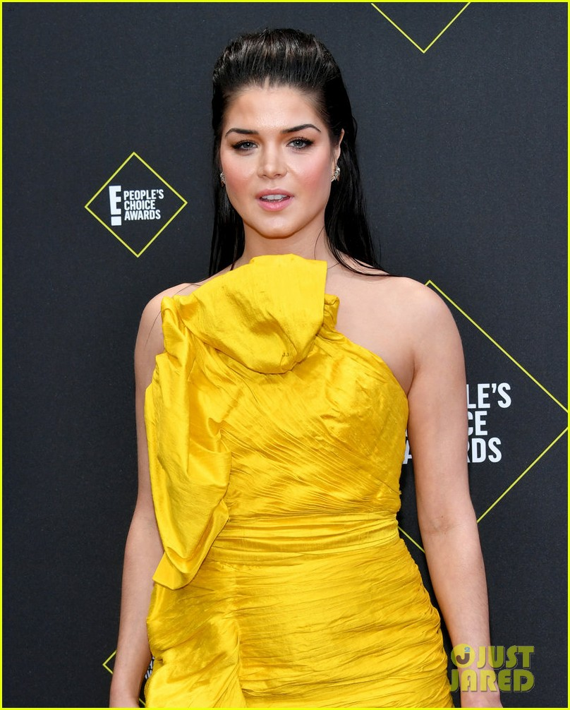 the 100s marie avgeropoulos anne winters attend peoples choice awards 04