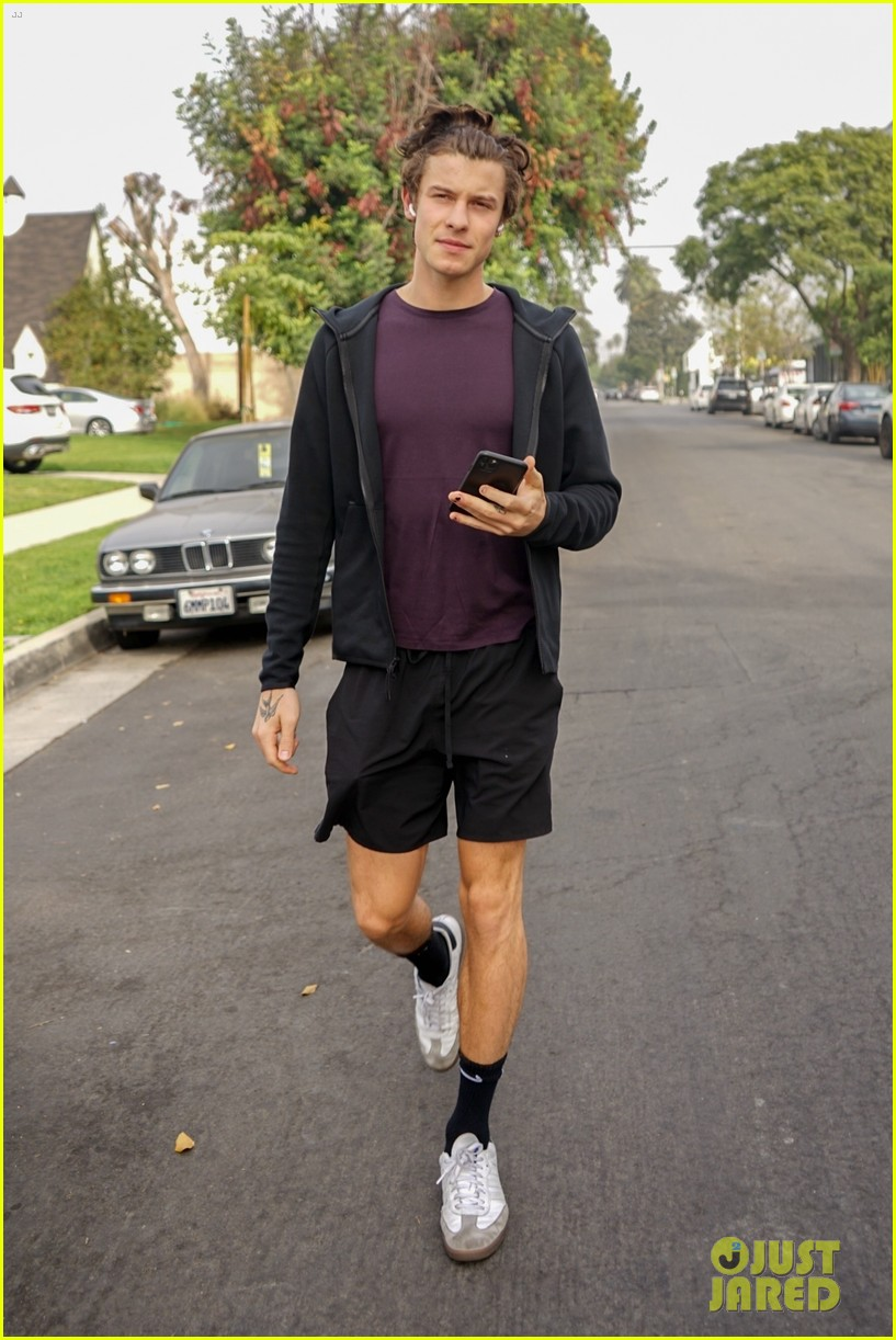 shawn mendes shows off toned legs during la outing 01