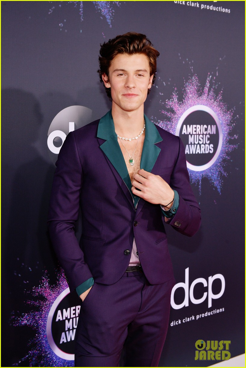 shawn mendes steps out 2019 american music awards 02