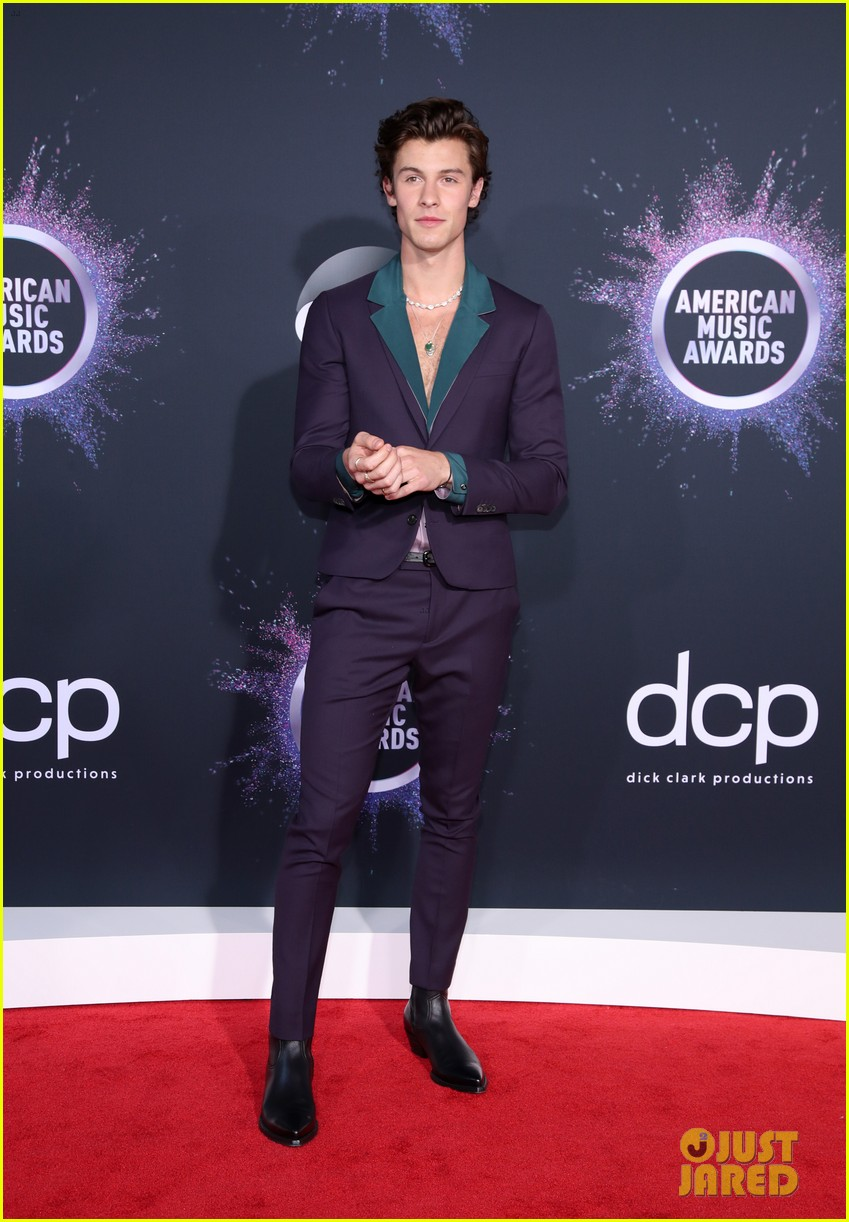 shawn mendes steps out 2019 american music awards 10