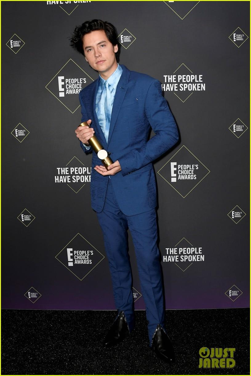 cole sprouse kj apa peoples choice awards 2019 10