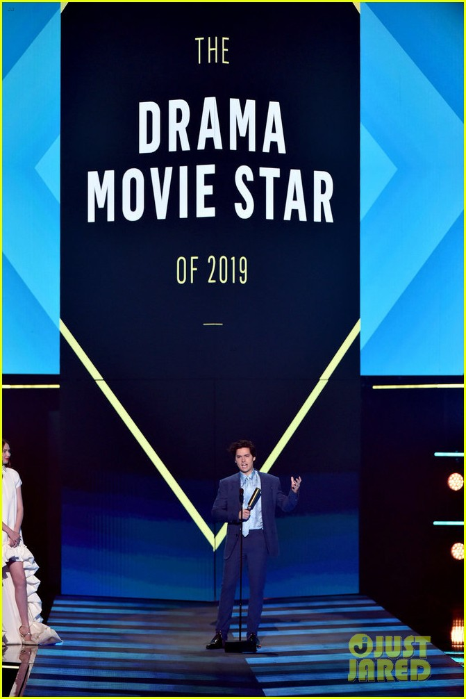 cole sprouse kj apa peoples choice awards 2019 15