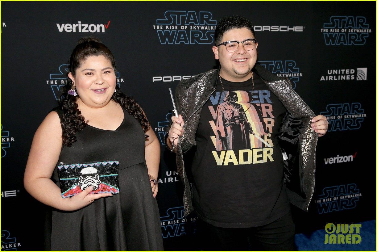 rico rodriguez brings mini lightsaber to star wars premiere 07
