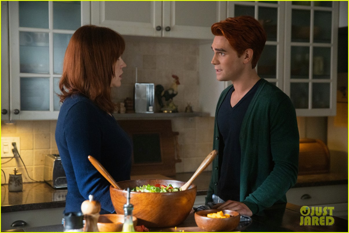 archie makes a shocking declaration to his mom on riverdale tonight 03