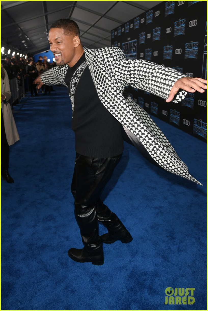 tom holland will smith spies disguise premiere 30
