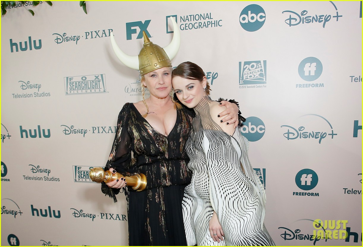 joey king patricia arquette golden globes parties 36