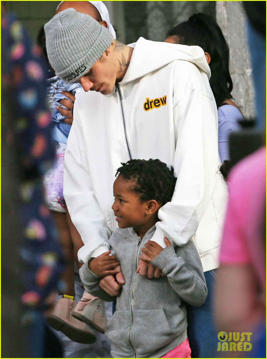 justin bieber films new music video at daycare in la 02