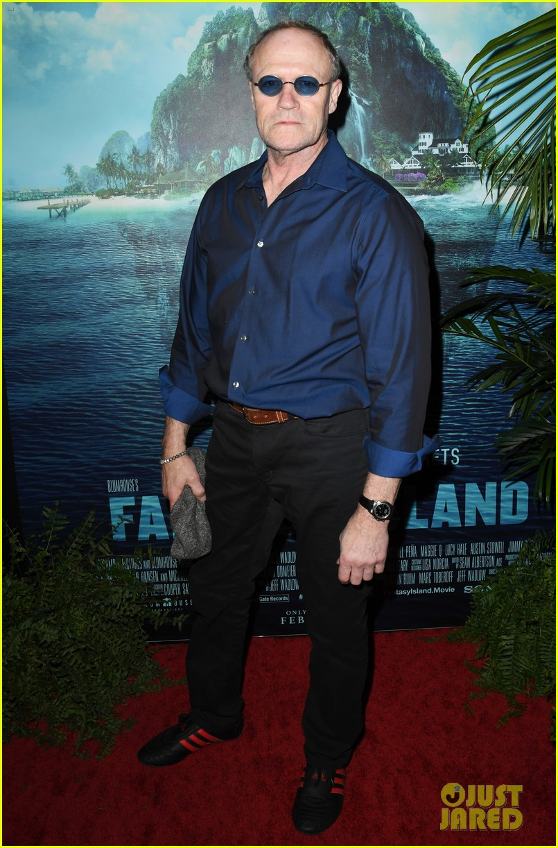 lucy hale fantasy island premiere 26