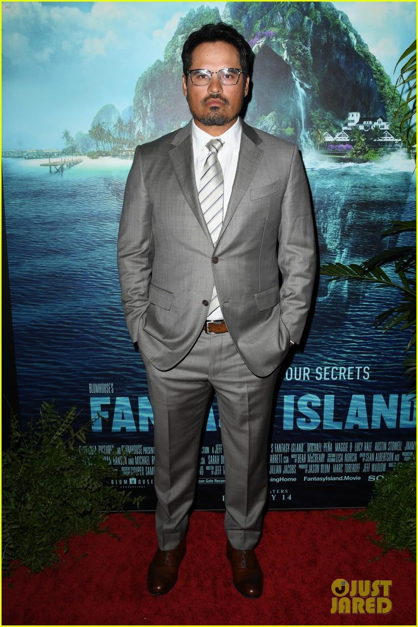 lucy hale fantasy island premiere 38
