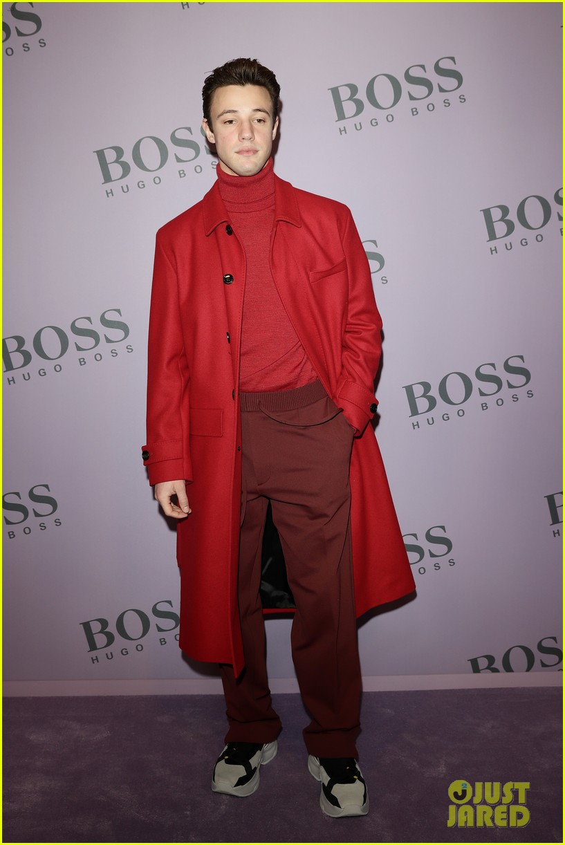 madelaine petsch surrounds herself with friends at boss fashion show in milan 03