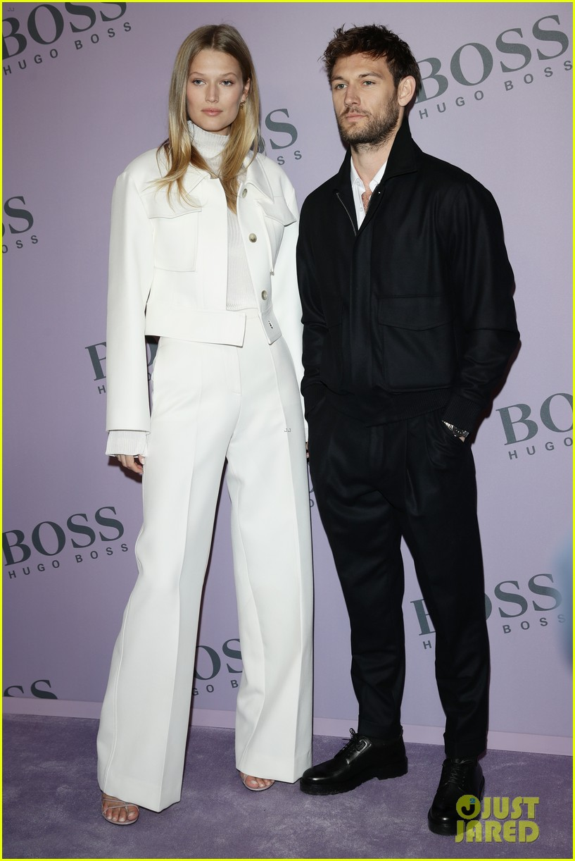 madelaine petsch surrounds herself with friends at boss fashion show in milan 04