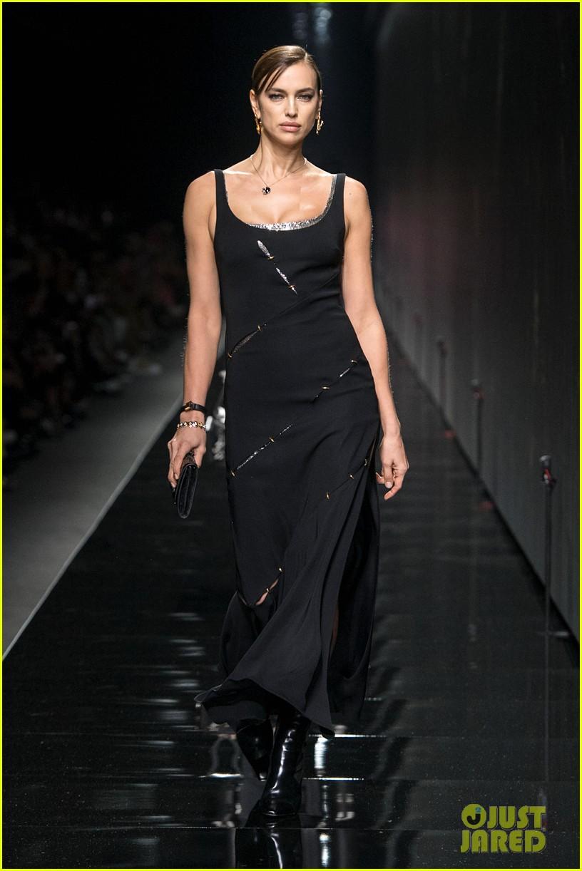 versace milan fashion show 10