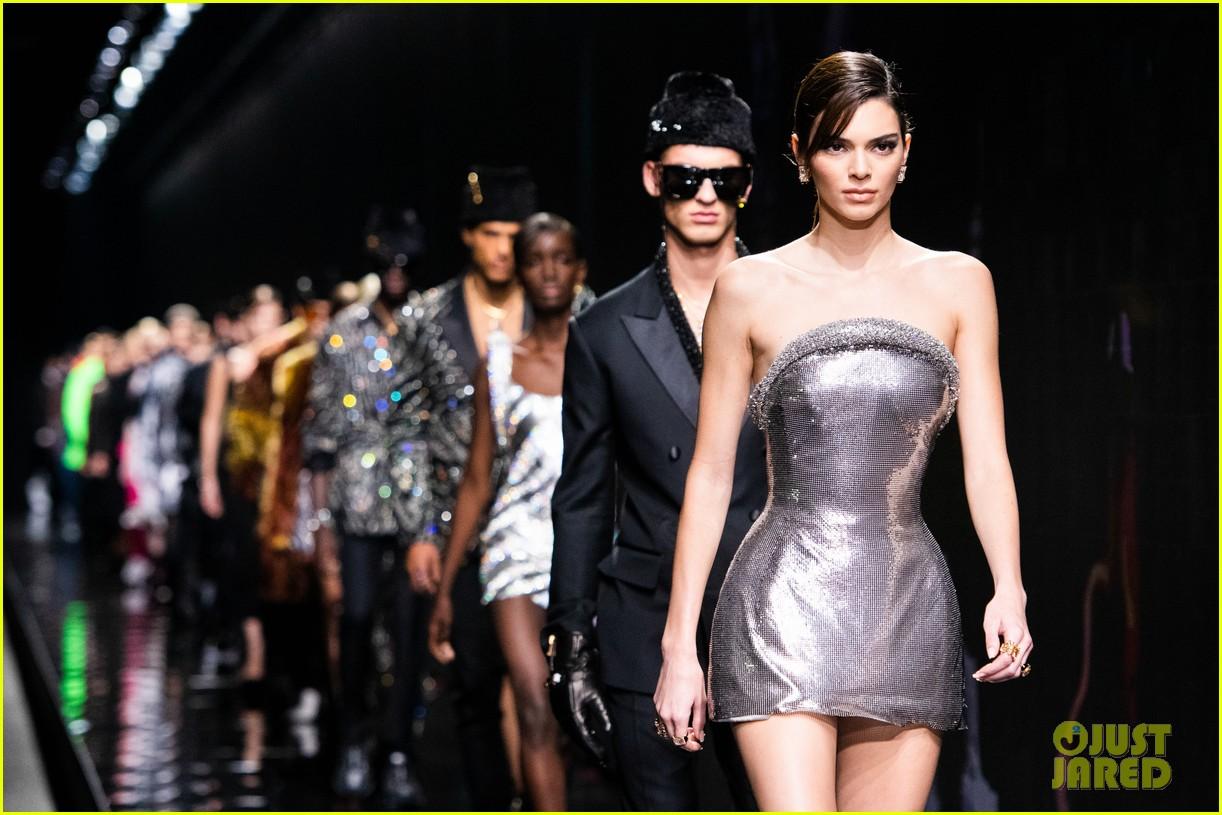 versace milan fashion show 15